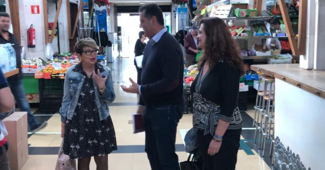 Salud Gil visita los Mercados Municipales por Navidad