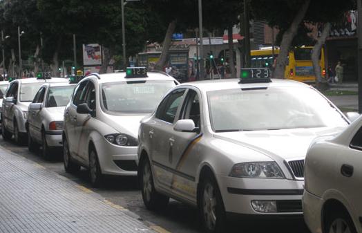Luzardo propone la gratuitad del servicio de Guaguas Municipales durante el Estado de Alarma y un plan específico de apoyo al sector del taxi