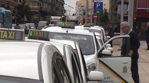 """Luzardo solicita 'kits' de autoprotección para el taxi y modificar el Plan Anual de Subvenciones para incluir a este sector ante el """"desplome"""" de su actividad"""